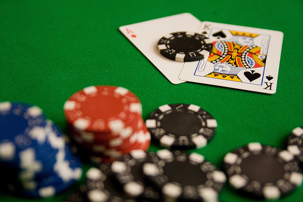 How to Tell if Someone is Bluffing in Poker
